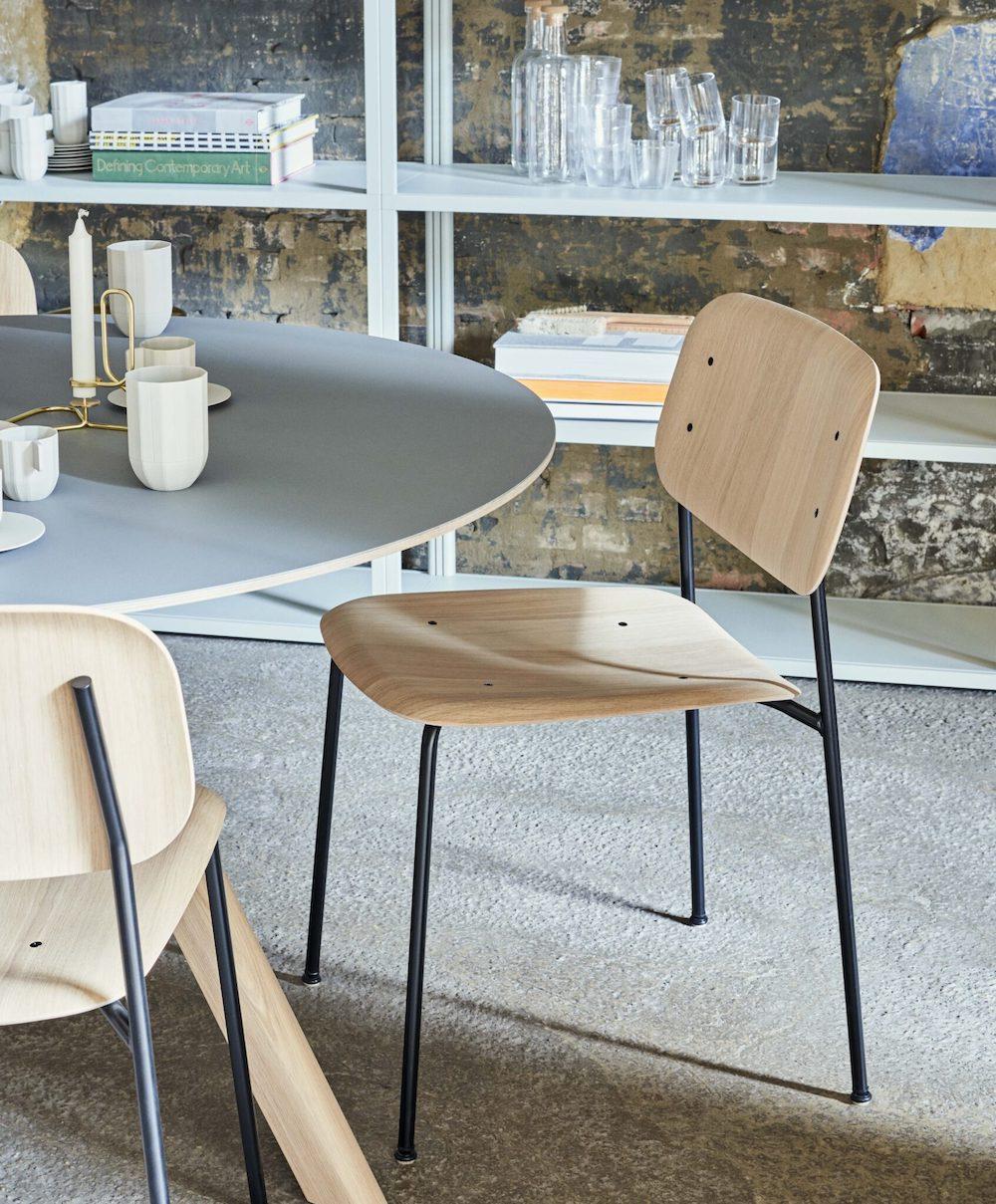 Soft-Edge-10-Base-black-Seat-Back-matt-lacquered-oak_CPH20-Table-grey-linoleum-top