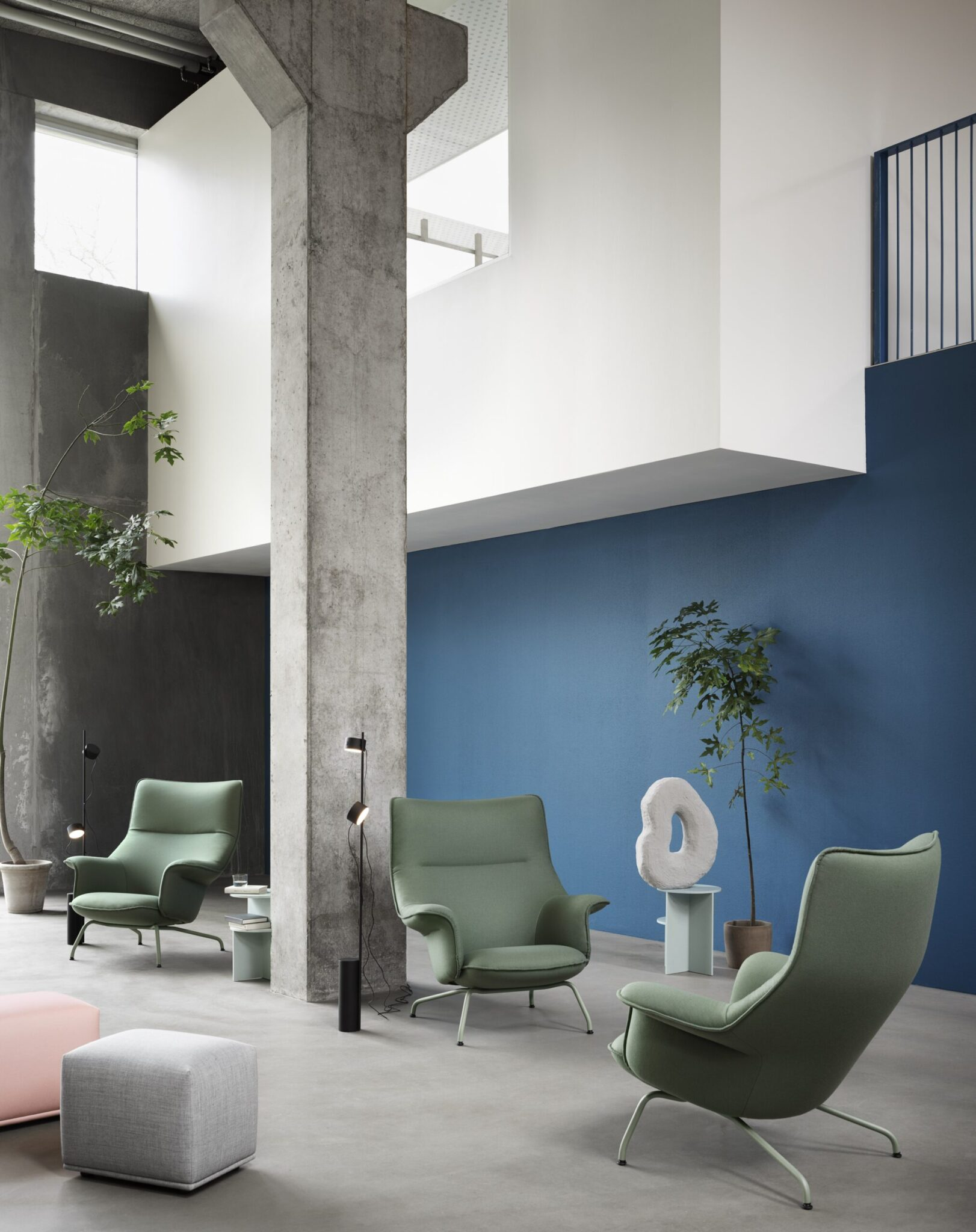 doze-lounge-chair-forest-nap-952-post-floor-lamp-halves-table-echo-pouf-remix-123-forest-nap-512-muuto-org-scaled