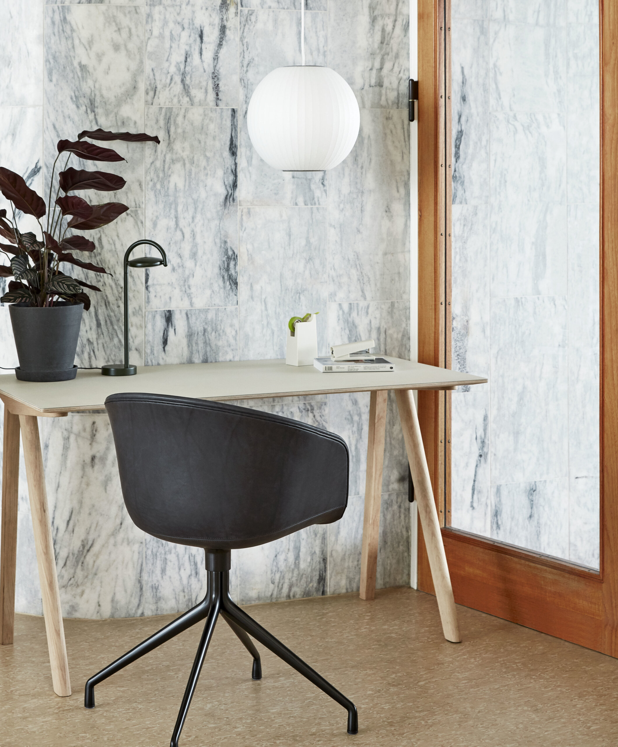 AAC_21_black_base_silk_SIL0842_CPH90_Desk_off_white_linoleum_Bubble_Lamp_Ball_Marselis_Table_Lamp_black.jpg 6